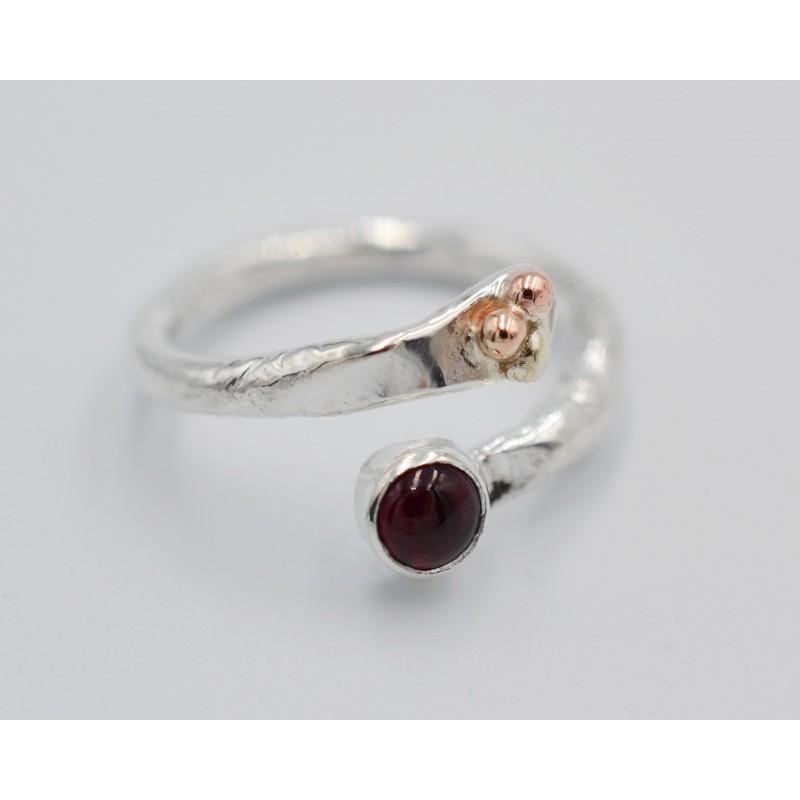 Emerald pebbles ring