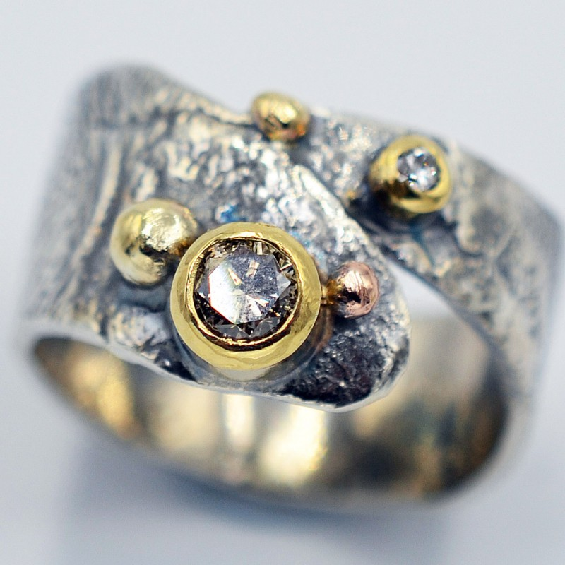Nidula Oxidised silver torque bangle