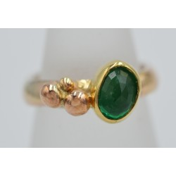 9ct and Emerald ring