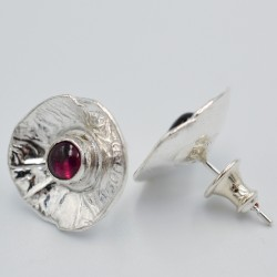 Reticulated cup gemstone studs