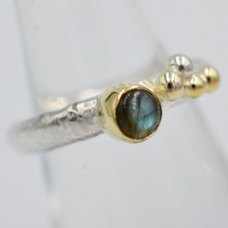 Pebbles slim gemstone ring
